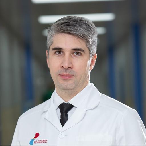 Зиятдинов Руслан Римович, зам директора по лечебным вопросам, стаж 12 лет